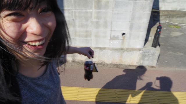 ありましたよ! 石のヤクルト! はちきれんばかりの笑顔。ヤクルト見ただけでこんなにうれしくなることはめったにない