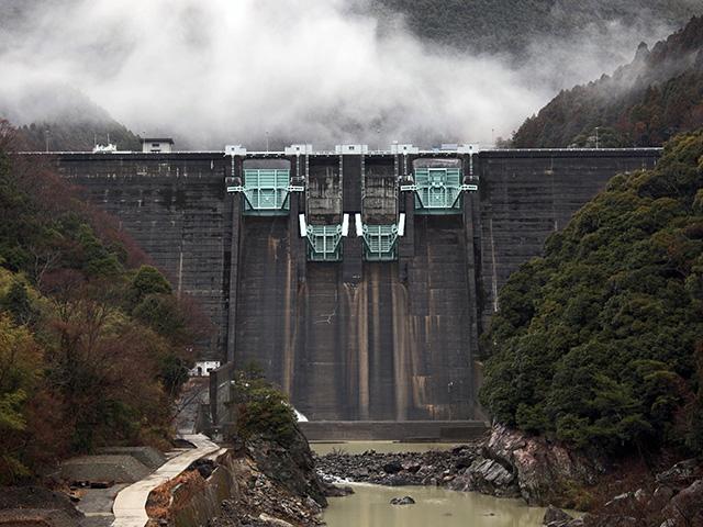 和歌山県で大雨と戦っているダムです