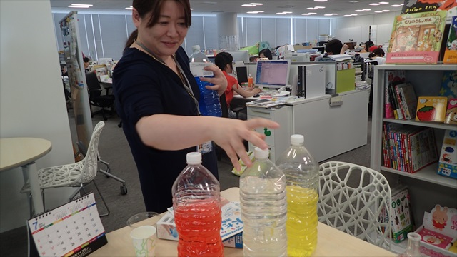 科学教材開発チーム、開発担当の富澤さん。