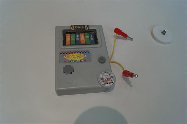 ピコピコボーイという名の通電チェッカー。これは完全にゲームボーイを意識。