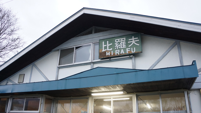駅に泊まれるばかりかホームでジンギスカンまで。朝はディーゼル電車の音で起こされる風情がたまりません。(石川)