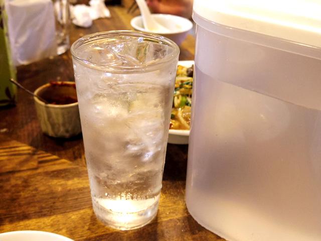 「水割りなら、焼酎単品を頼んで卓上の水で割ってもらえたら、250円なんだけど」