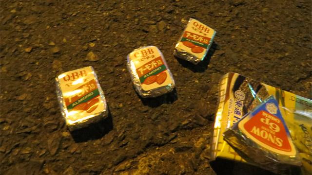 パリッコさんがカバンに入れていたチーズの角がなくなって笑ったり