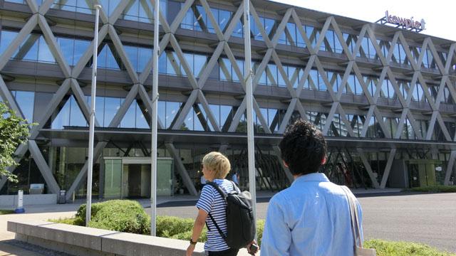 本社はマヨネーズで有名なキユーピー(親会社なのだ)と同じ建物内にある。おなじみの格子デザインをイメージした建物でかわいい