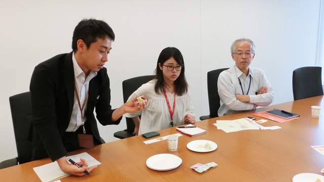 取材に応じてくれた方々。左からキユーピーの菅原さん、ディスペンパックジャパンの福田さん、江藤さん