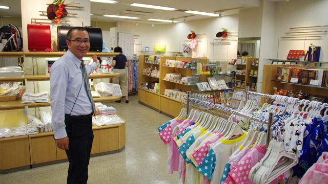 佐渡島の伊勢丹にやってきました。