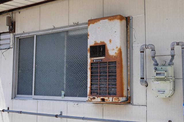 あとウィンドウ型と呼ばれる、窓に直接取り付けるタイプも除外