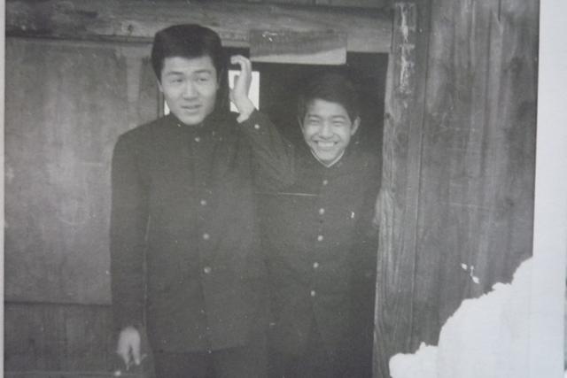 父の高校時代(右)。私の大きな口は父親ゆずり。
