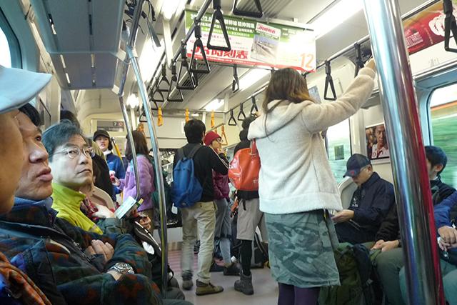 早朝の奥多摩方面電車には山ボーイ&山ガールだらけ