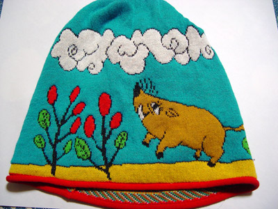 「おれ、いのしし年だし」という理由で買った。だからといって帽子の柄である必要はまったくない。