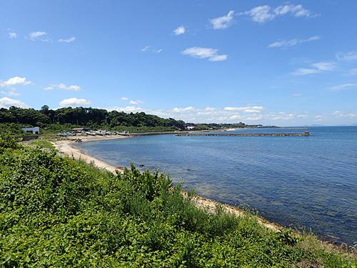 すごく魅力的な浜だが、求めている感じではない。