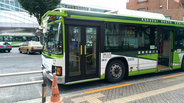国際興業バスに乗る。どうでもいいが、このバスのどこが一体「国際」なんだろう?