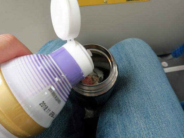 醤油を水筒にちょっとたらして……