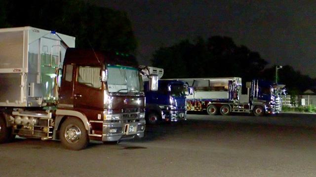 駐車場には大型トラックがどかどか停まる