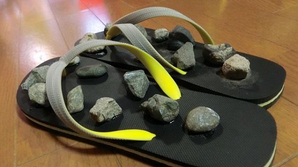 内臓のつぼ中心に石を貼ってみた。