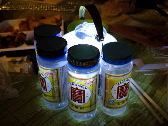 最後の豆知識【ランタンのまわりにペットボトルを置くとおしゃれな照明に】