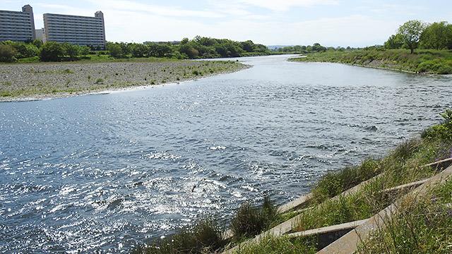 川を眺めましょう、自然に耳をすませましょう!