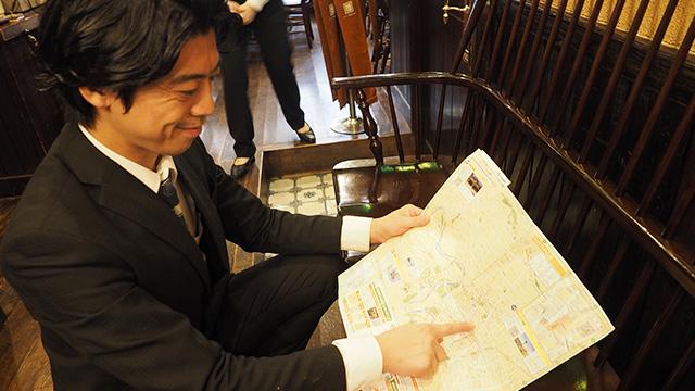 「こちらなんていかがでしょうか」俳優の上川隆也さん似の店員さんが膝をついて教えてくれた。