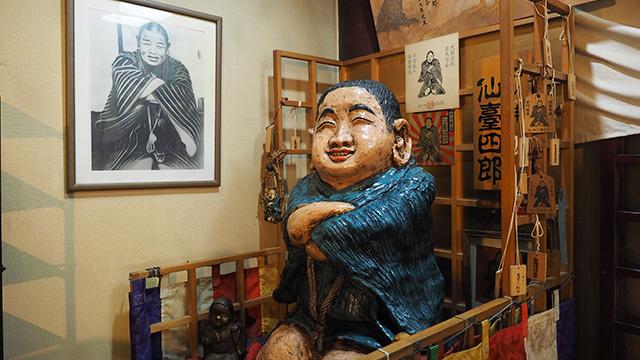 その横には仙台四郎さんが祀られている。仙台出身で一番有名な人物だそうだが、し、しらない。