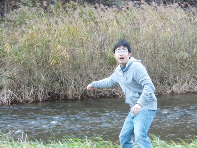 そしたら川でなにかみつけちゃった浪人生