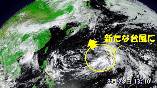 渦を巻きはじめている雲のかたまり。新たに台風となって北上しそうな気配。