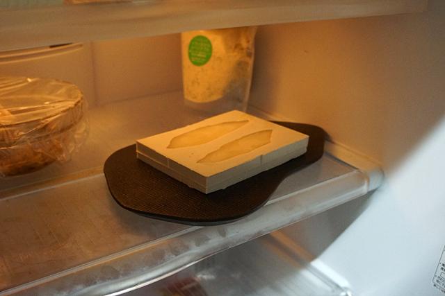 薄ーく型に広げ、冷蔵庫へ。