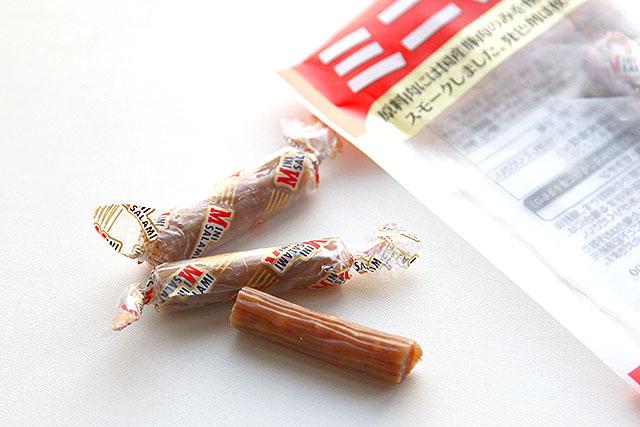 キャンディータイプの包装を解いて食べます。