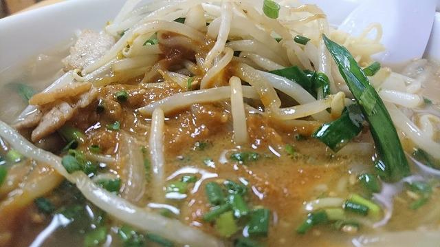 スープに味噌が浸透し、麺や具へ伝わり…最後は舌へ。