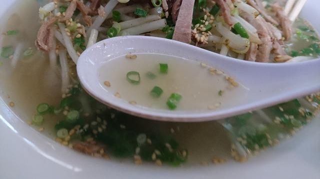 スープはひときわ透明度が高い