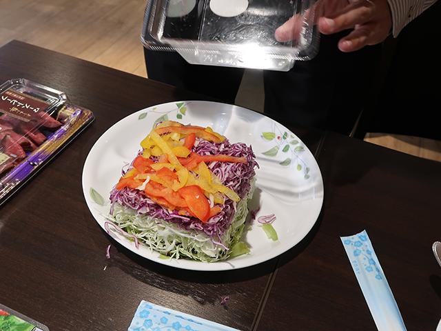 あのサラダはこの皿にはでかすぎることが判明