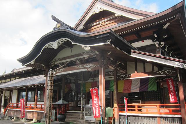"""弘法大師が開山したと伝えられる湯殿山の""""総本寺""""がこの瀧水寺大日坊だ。"""