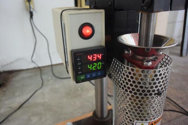 上が実際の温度、下が設定温度である。一度熱くなり過ぎた後にちょうど良くなる。
