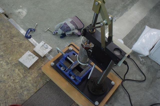 プラスチック製品を大量生産するための機械を購入した。