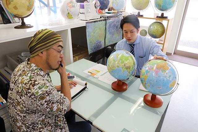 若くてイケメンで地球儀メーカーの社長、と要素の多い渡辺さん。