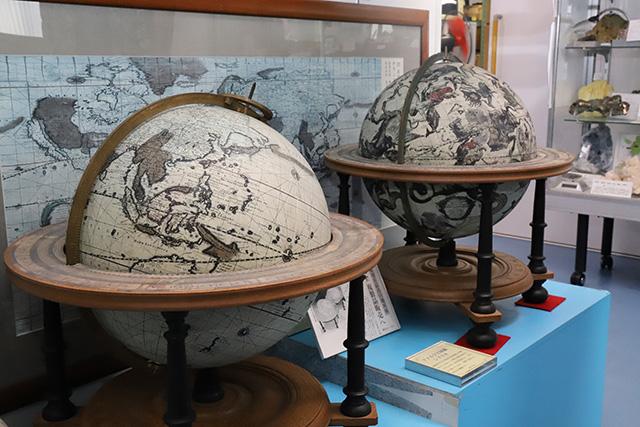 300年前の地球儀ともなると、だいぶちゃんとしてきた。でも細部がちょっと雑。