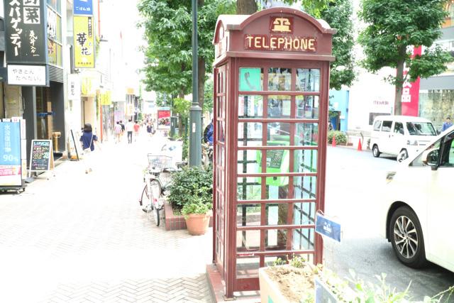 何の変哲もない渋谷の電話ボックス