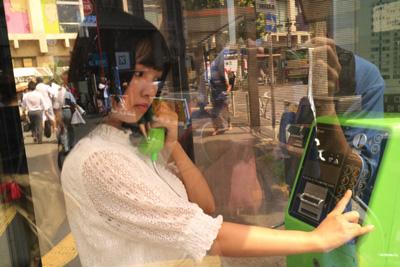 ちなみに失敗した写真として、電話ボックスはガラス張りなので、ガッツリ自分の姿が写ってしまうことがある。これだと本当にただの変態だ。