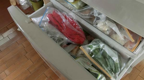 ジップロックに入れて、冷凍庫へ。