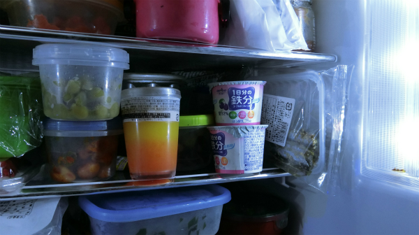 冷蔵庫に入っているヨーグルトを食べて考えたが、1日分の鉄分が取れただけで何も思いつかなかった。