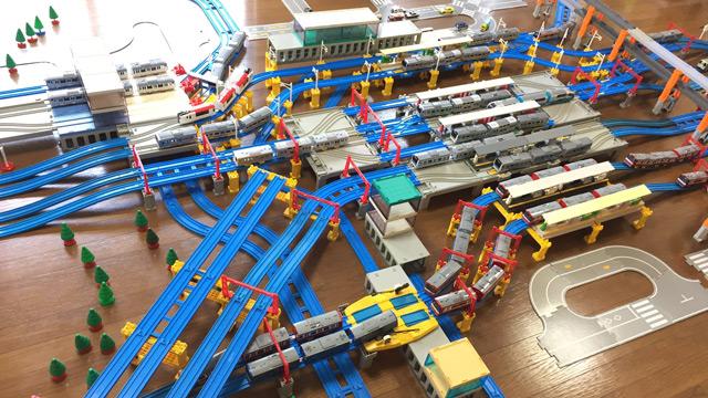 横浜駅。写真:プラレールの宿