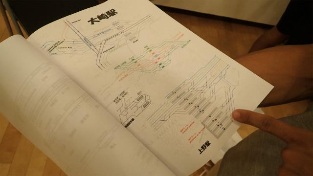 設計図の下には、各駅の配線図がぎっしり