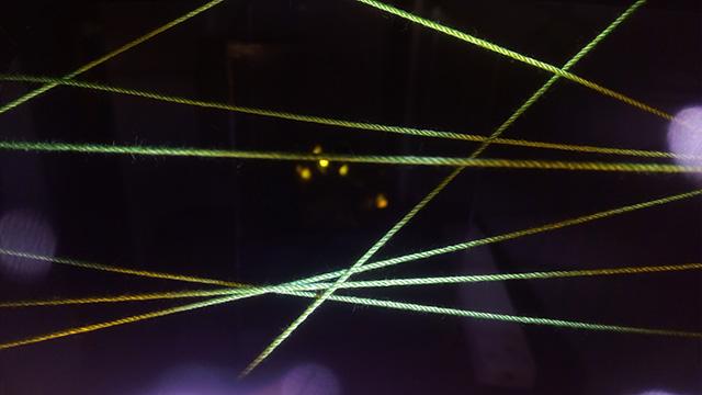 光がないとただの紐が映し出されます。