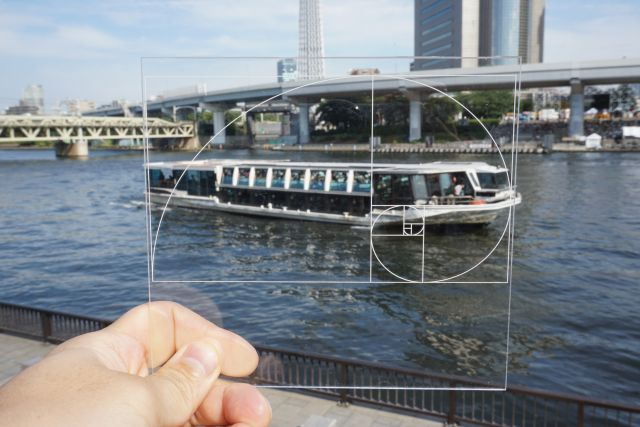 隅田川を走るボート。