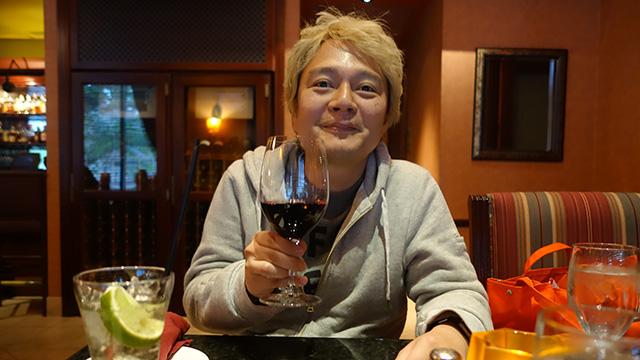 ワラワラバレーのワインもうまい。絞って作りましたー、という味