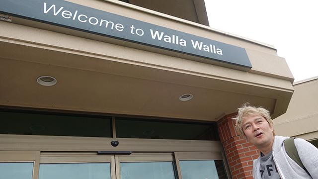 「ようこそワラワラへ」って英語で書いてある。