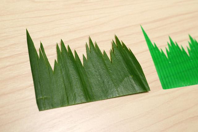 葉蘭をバランの形に切り取ってみた。葉蘭を模して作られたバランと同じ形に、本物の葉蘭を切り取る。もはや何をやっているのかよく分からないが、しかしバラン形に切り抜いた葉蘭は、想像以上にバランだった