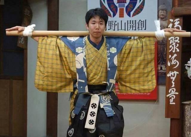 2011年に聖天山歓喜院金剛殿(埼玉)で公演した『棒縛』では次郎冠者役
