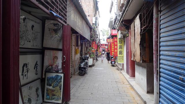 城壁の内側には書の道具ばかり売っている街があった。