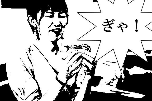 殻の食べにくさに驚く橋本さん。