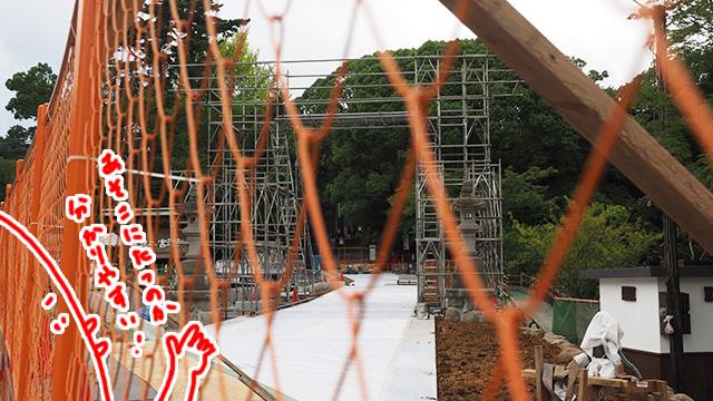 大鳥居再建予定の骨組み。創建120周年を記念し市民たちがみんなで運んだ木で建立される。